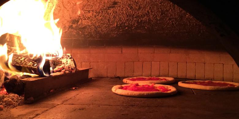Traditional Napoli pizza